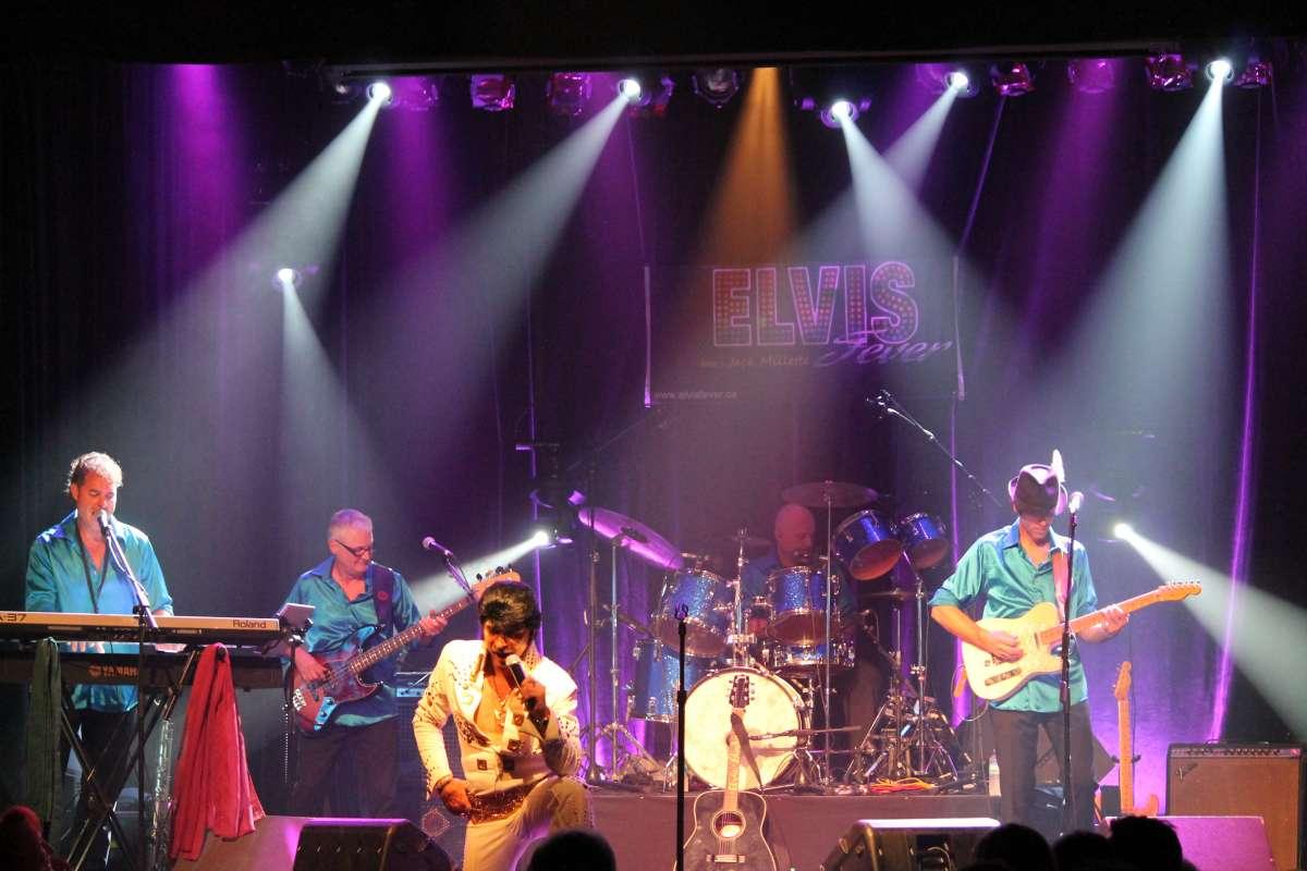 Spectacle de Elvis Fever au Théâtre des Tournesols, des artistes de chez Productions Musi-théâtrales.
