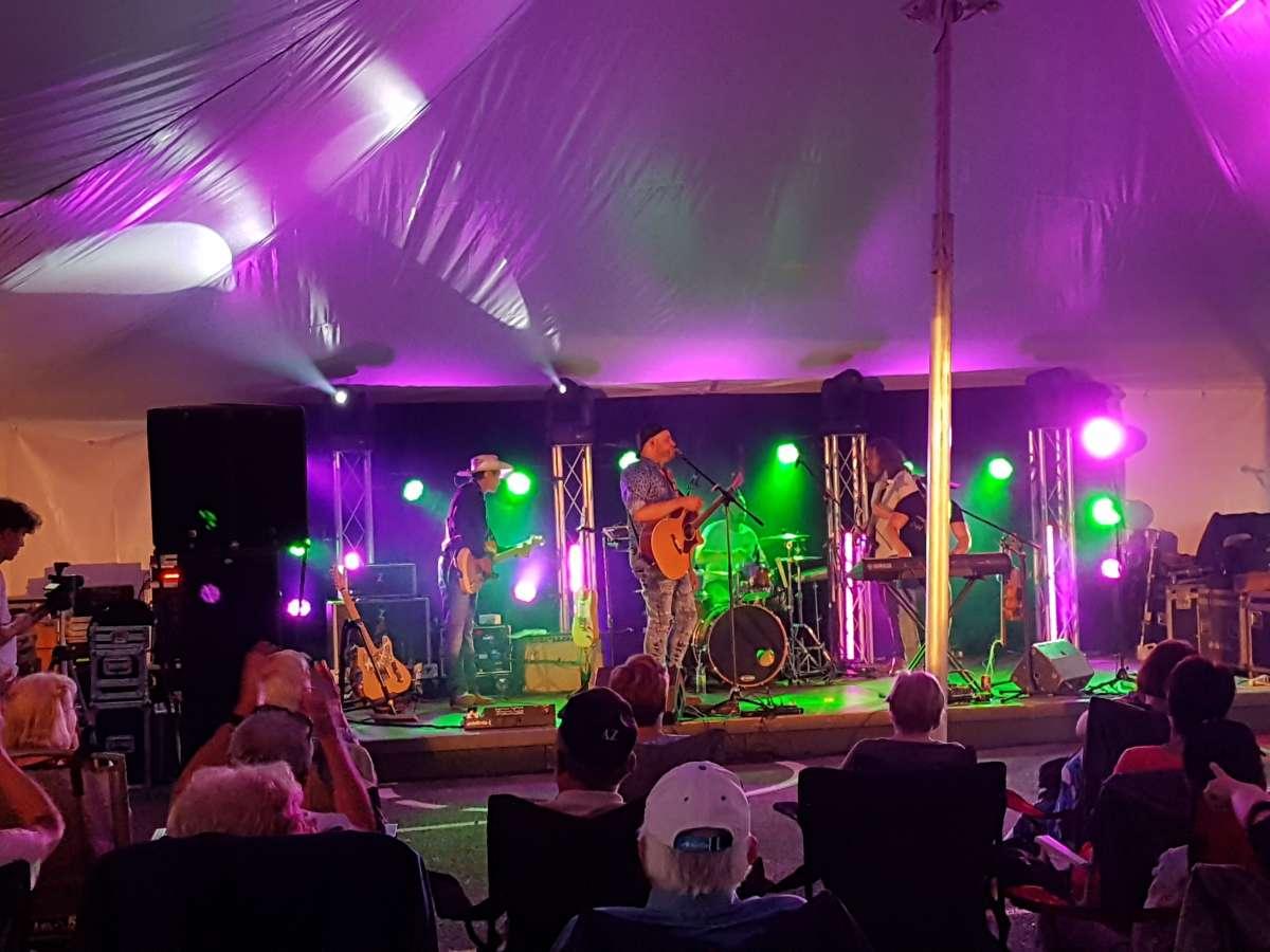 Le groupe de musique country Les Cajuns s'est produit à la municipalité de l'Ange-Gardien. Sonorisation et Éclairage par Acoustix Québec.